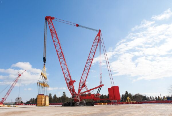 Manitowoc crane with Proplate boom straps